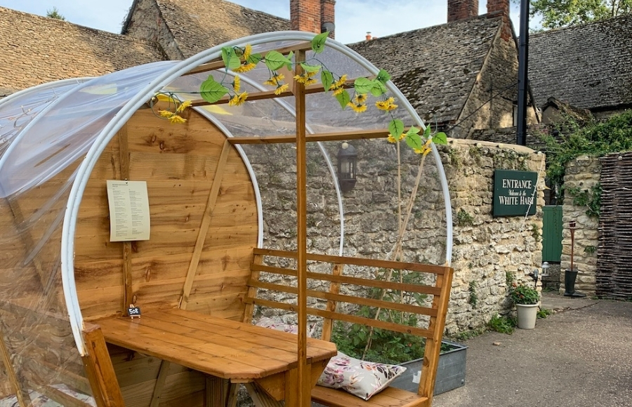 Dining pods White Hart of Wytham Oxford
